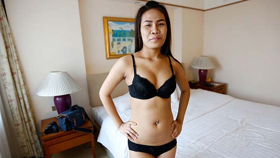 19-year old hairy Thai stunner gives good time to white tourist