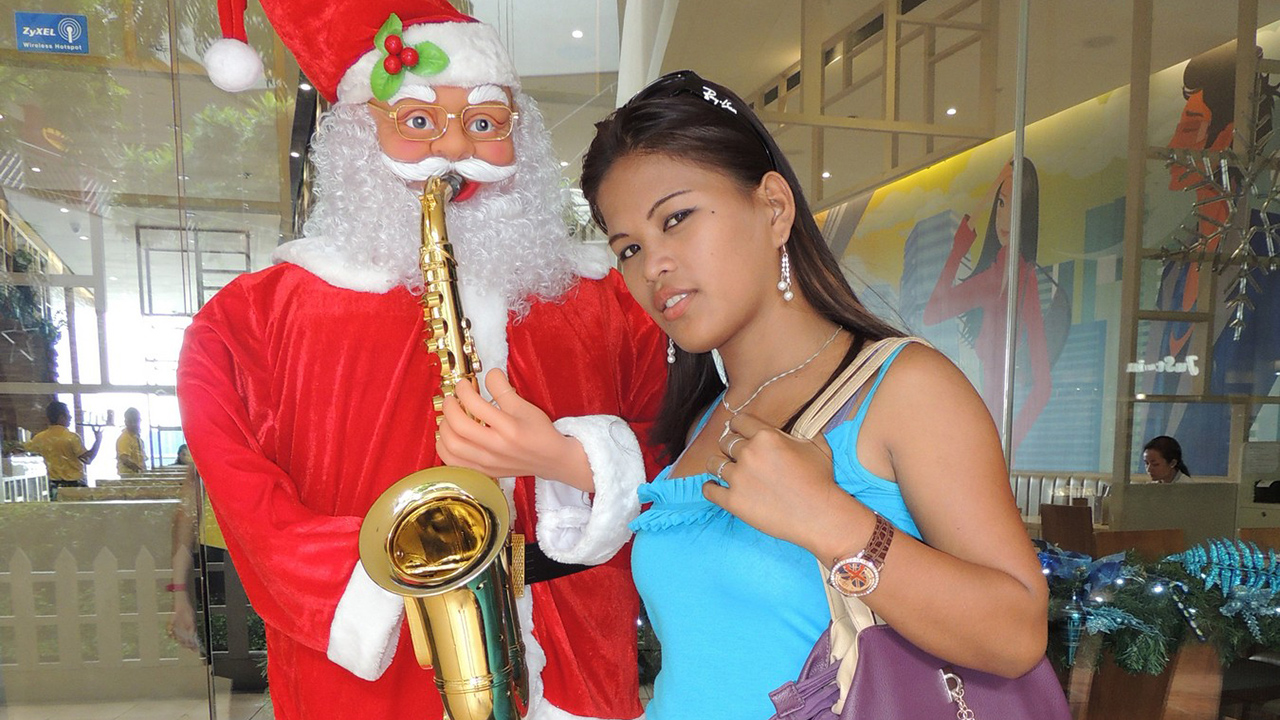 Cute 20 year old does Filipina Creampie video for Xmas