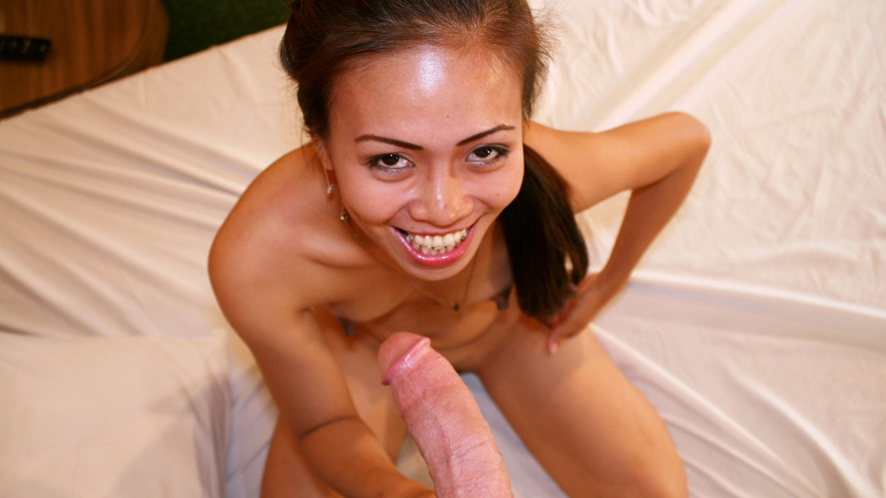 Pinay webcam girl fornicates & chugs semen like porn star