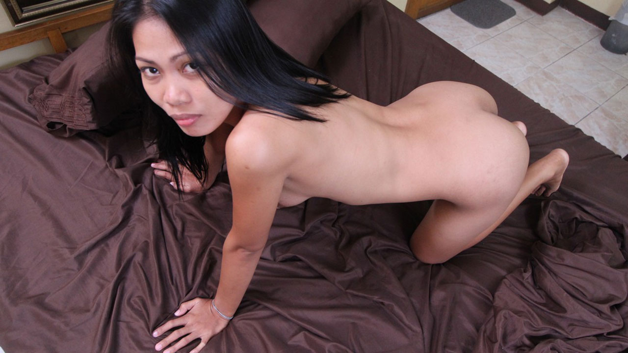 Filipina hardcore bargirl gives me quick and dirty sex
