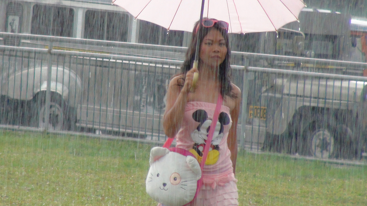 Wet Pinay found in a rainstorm gets fucked