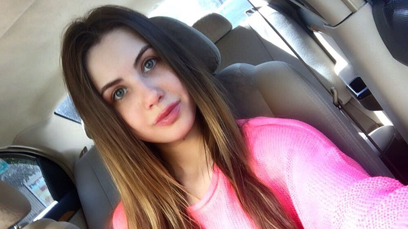 Ukrainian Elle Rose's selfies are looking cute but kinda naughty also