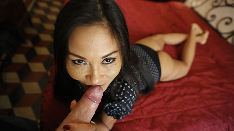 Asian Milf fucking on first date in porn video