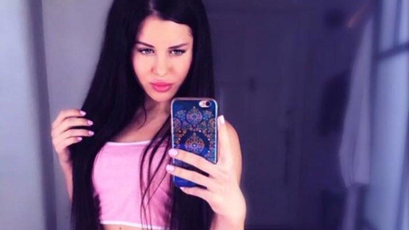 Pouty Russian beauty taking sexy selfies showing hot body